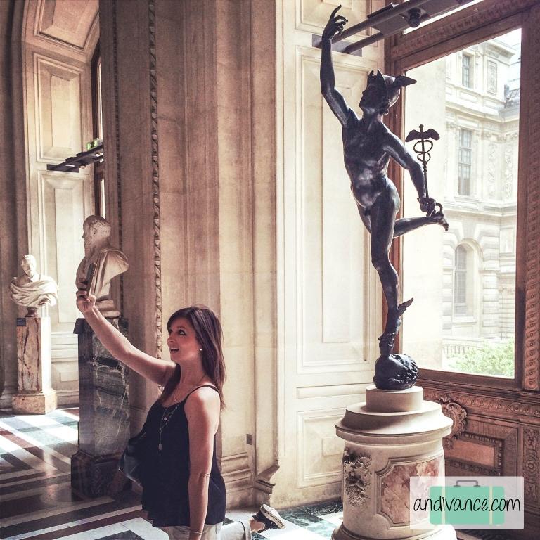 Paris Louvre Selfie